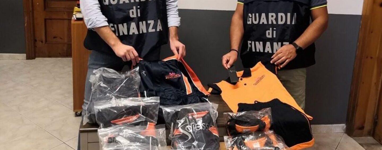 Scoperte nel napoletano due fabbriche del falso: 6.000 gli articoli sequestrati