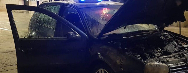 Golf in fiamme nella notte ad Altavilla: indagano i Carabinieri