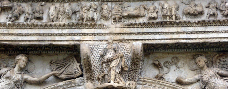 La dea di Traiano: stamane lezione universitaria sotto l'Arco di Benevento