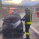 Auto in fiamme sull'A16: intervengono i Vigili del Fuoco