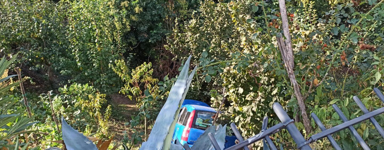 FOTO / Avellino, tragedia sfiorata: auto finisce nella scarpata, donna in ospedale