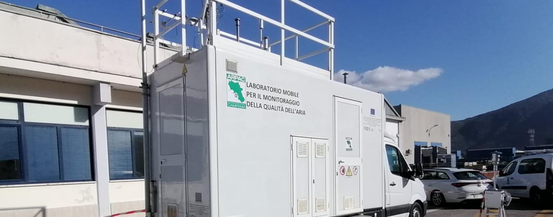 Incendio, ad Airola il laboratorio mobile dell'Arpac per valutare lo stato della qualità dell'aria