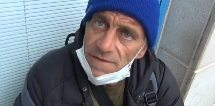 Luciano, l'uomo senza fissa dimora che dorme da settimane su una sedia nella sala attese del pronto soccorso di Avellino/VIDEO