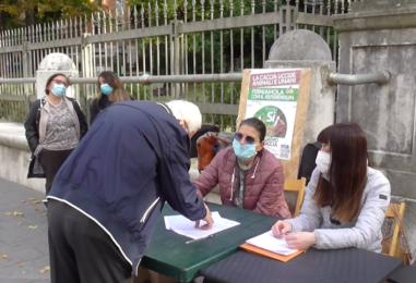 """VIDEO/ """"Sì aboliamo la caccia"""": ultimo week-end per la raccolte firme. Le parlamentari Corda e Angrisani ad Avellino"""