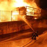 VIDEO/ Montefredane, fiamme in un'azienda di trasporti: 12 autoarticolati bruciati