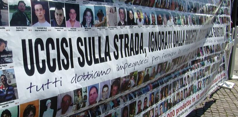 Strage del bus, monta la protesta presso il Tribunale di Avellino