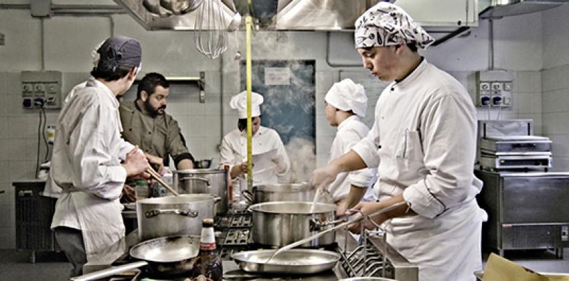 """""""L'Irpinia in un piatto"""", a Vallesaccarda il concorso di cucina tradizionale per gli chef di domani"""