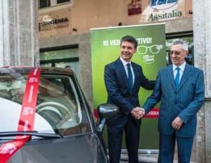 Paolo Sanfilippo  consegna la 500 ad Angelomaria Rabasca