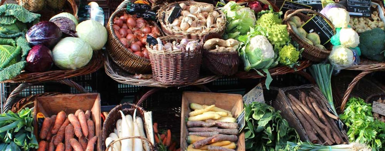 """Natale a tavola: no ai """"cibi inquinanti"""" a favore dei prodotti di stagione del territorio"""