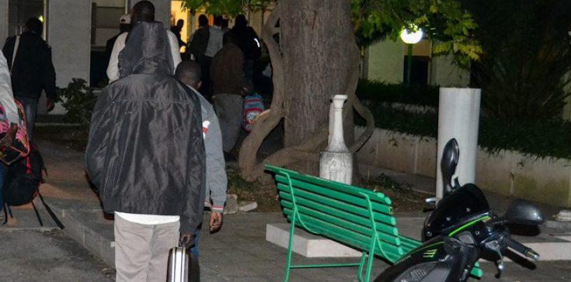 Bisaccia, dramma immigrati: profughi scaricati al casello e lasciati in strada