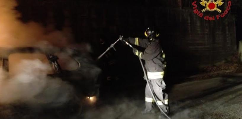 Auto in fiamme a Taurano: intervengono i Vigili del Fuoco