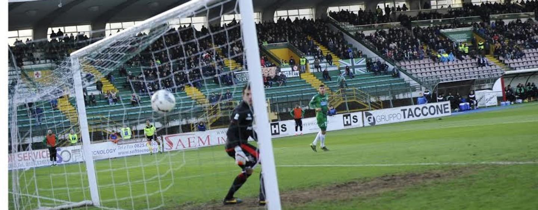 Calcio – La magia di Gavazzi è un'illusione: il Perugia ribalta l'Avellino. Rivivi il live