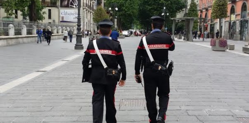 Avellino – Furto in un negozio di abbigliamento: due studentesse fermate dai Carabinieri