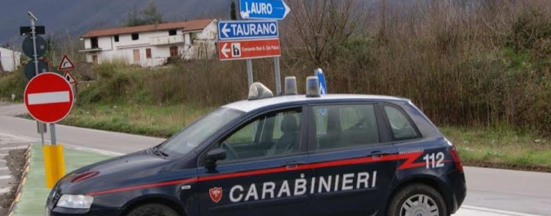Lauro, si aggira tra i negozi con tre coltelli addosso: i carabinieri lo fermano