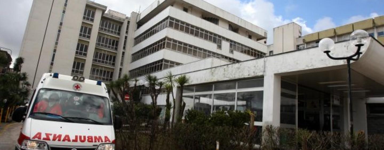 A Napoli paziente deceduto in wc pronto soccorso: video virale