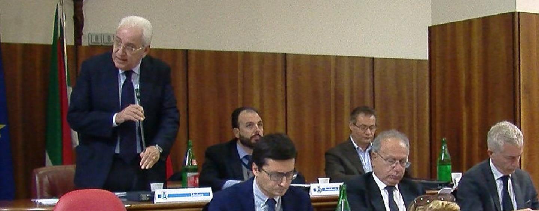 Avellino, l'opposizione abbandona il Consiglio: ok all'assestamento di Bilancio