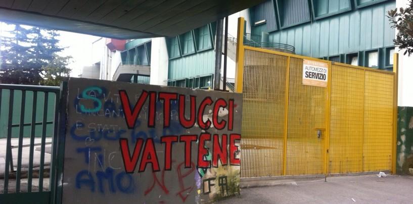 """Basket Avellino, la scritta al PalaDelMauro: """"Vitucci vattene"""""""