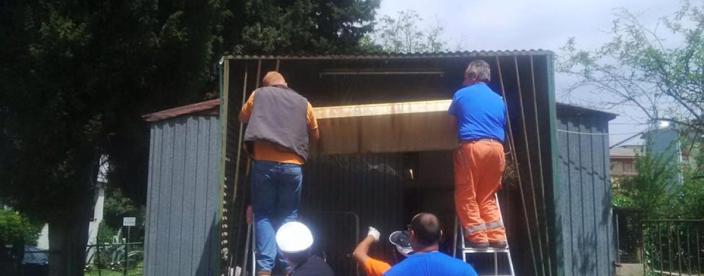FOTO/ Avellino, sgomberato container occupato abusivamente: all'interno armi e un'urna elettorale