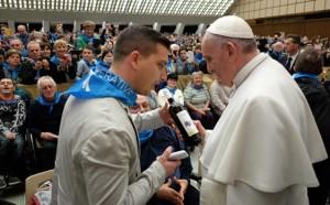 """Papa Francesco riceve in dono una bottiglia del """" Galeotto"""""""
