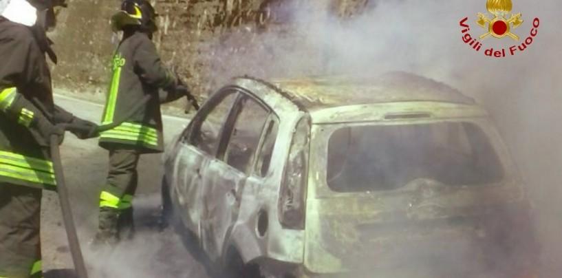 Viadotto Acqualonga, autovettura in transito a fuoco