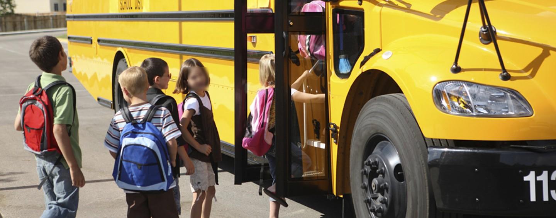 Napoli, scuolabus abusivi e pericolosi: irregolari 10 mezzi su 15