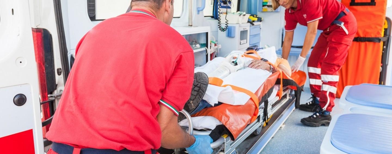 Tragedia ad Avellino, anziano 89enne si lancia dal quinto piano e muore