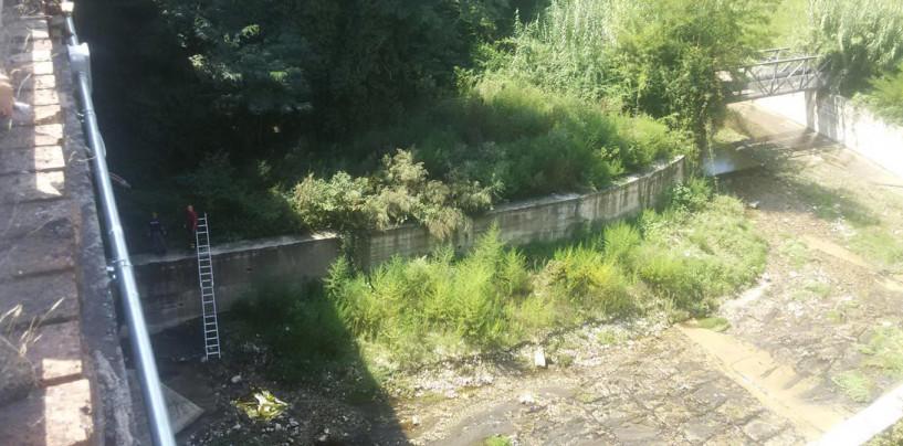 FOTO/ Choc ad Avellino, 47enne si lancia dal Ponte della Ferriera