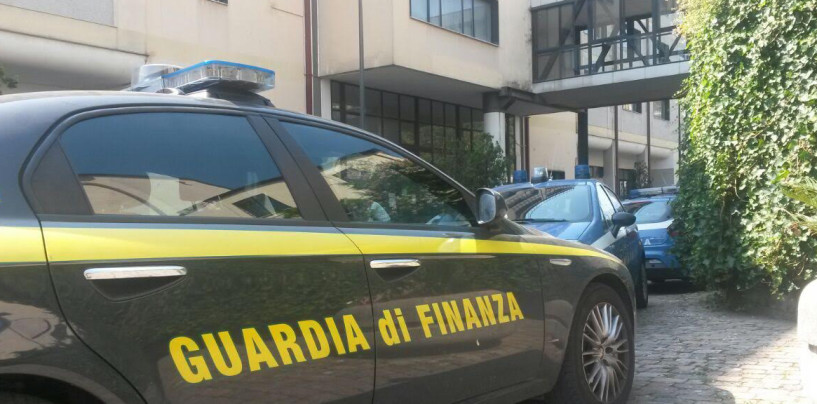 FOTO/ Avellino, blitz al Comune: Questura e GdF setacciano gli uffici