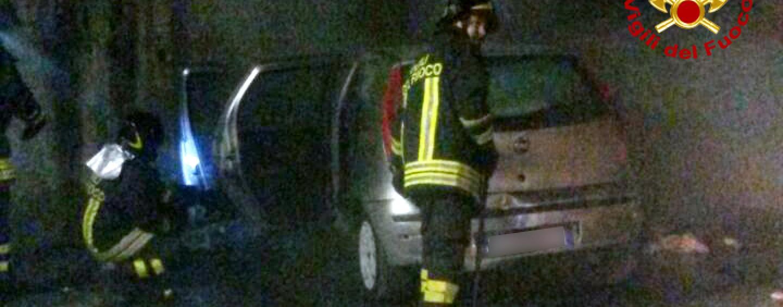 Auto in fiamme nella notte a San Tommaso
