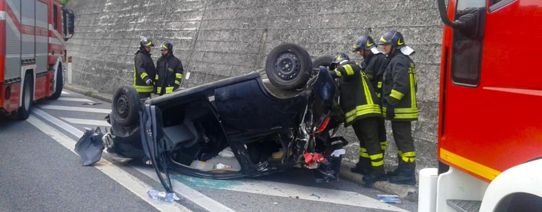 Incidente sull'A16, tragedia sfiorata nei pressi di Montemiletto: donna viva per miracolo