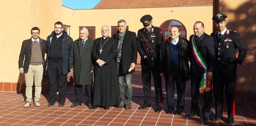 Vallata, Mons. Melillo all'Istituto Fermi. Centrella difende il presepe