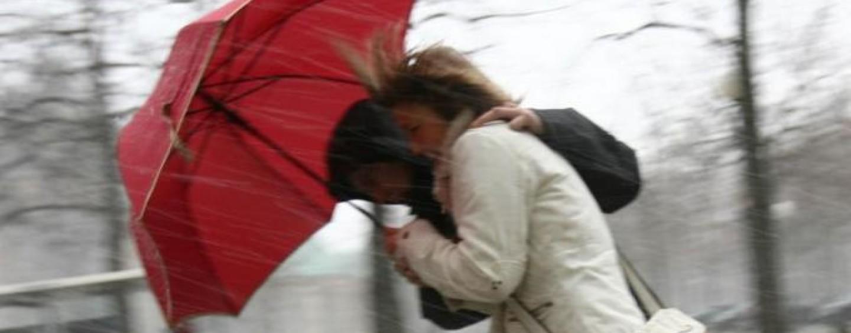 Temporali e forte vento: è allerta meteo per domenica
