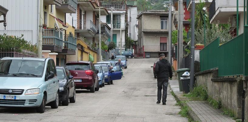 Mugnano, un'auto si ribalta in Via Nazionale: traffico in tilt