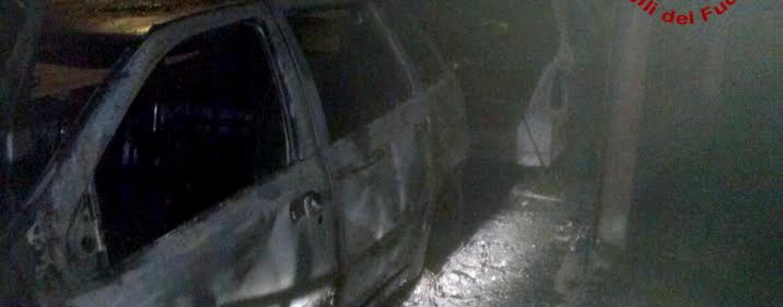 Avellino – Auto in fiamme a Rione Parco: nessun ferito